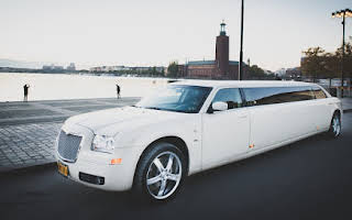 Chrysler 300C limousine Rent Södermanland