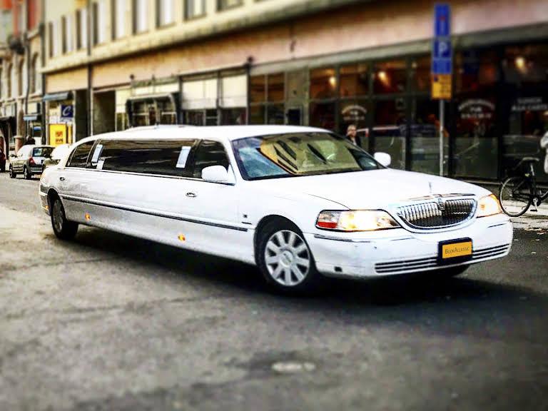 Lincoln Town Car Limousine Hire Ôrebro